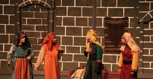 """""""Anadolu Kadınları Bir Bacıyan-ı Rum Hikayesi"""" tiyatro oyunu İzmir'de sahnelendi"""
