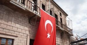 """Ayvalık Belediye Başkanı Mesut Ergin'den """"Bayrakları asın"""" çağrısı"""