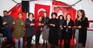 """Bayraklı'da kadınlardan """"Yeni yıl"""" pazarı"""