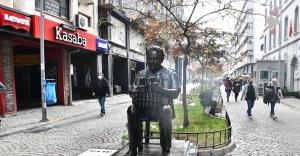 Benzinci Kör Hafız heykeli Kemeraltı ile buluştu