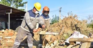 Bornova'da ihtiyaç sahiplerine sıcak destek