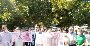 CHP KONAK'TAN 'KUR' PROTESTOSU: EKONOMİ OTOBÜSÜ UÇURUMDA!