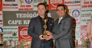 """""""En Halkçı Belediye Başkanı"""" ödülü Serdar Aksoy'un"""