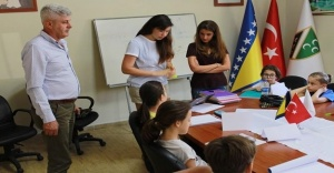 İzmir Bosna Sancak Derneği'nden çocuklara İngilizce kursu