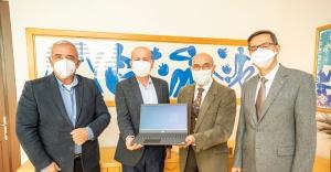 İzmir'deki depremzede öğrencilere bilgisayar bağışı