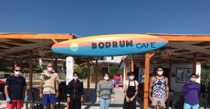 Karaburun plajlarında hizmet kadınlar ve gençlerden