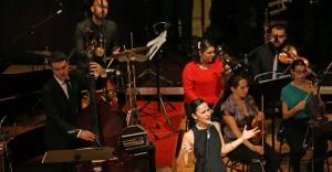 Karşıyaka yeni yılı müzik şöleniyle selamladı