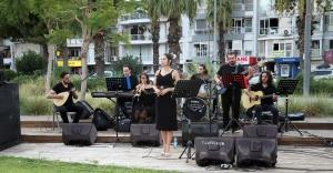 Karşıyaka'da açık havada müzik şöleni başladı