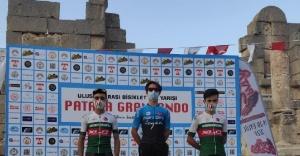 Karşıyakalı bisikletçiler madalyaları topladı!