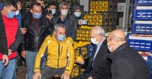 Kılıçdaroğlu İzmir'de hal esnafıyla buluştu