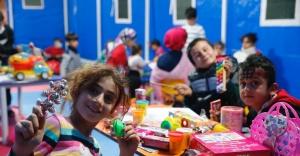 Konak Belediyesi'nin oyun çadırları çocukların yüzünü güldürdü