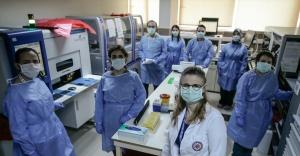 Kovid-19 testi yapan sağlık çalışanları tatil planı yapmıyor
