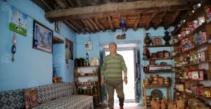 """Kula evlerinin turizm elçisi: """"Zabun Hoca"""""""