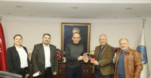 Makedonya Göçmenleri Turgutlu Belediye Başkanı Akın'ı makamında ziyaret etti