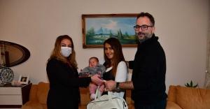 Narlıdere Belediyesi'nden bebek sahibi olanlara hoş geldin armağanı!