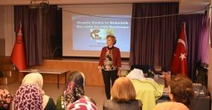 """Narlıdere'de """"Anne Adayları"""" için seminer"""