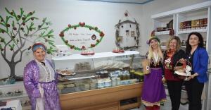 Narlıdere'nin 'el emeği ' marketine yoğun ilgi