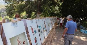 Ödüllü karikatürler ile mizah Karaburun'da