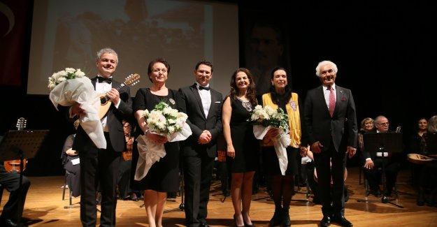 TOBAV Mandolin Orkestrası öğretmenler için sahne aldı