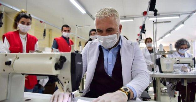 Türk Kızılay günde ürettiği 30 bin maskeyi İzmirlilere dağıtacak