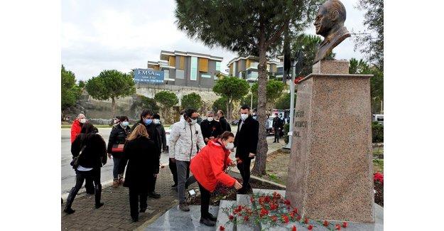 Uğur Mumcu, Çeşme'de, heykeli başında anıldı