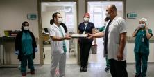Kovid savaşçıları, Ramazan Bayramı'nı ailelerinde uzak hastalarıyla geçiriyor