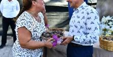 Başkan Soyer, Karaburunlu nergis üreticilerinin yüzünü güldürdü