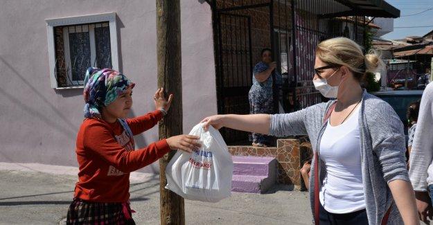 Yoksul mahallelere yemek ikramı