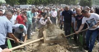 26 yıl sonra Srebrenitsa ülkesinde 19 soykırım kurbanı daha toprağa verildi