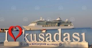 Dev kruvaziyer, Kuşadası'na 2 bin 255 yolcu getirdi