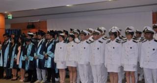 Egeli denizcilerin mezuniyet sevinci