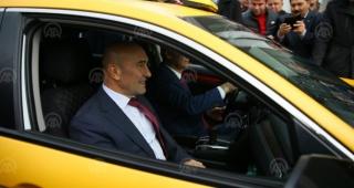 """İzmir'de """"mobil taksi çağırma"""" dönemi başladı"""