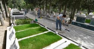 Mezarlıklar bayram sonrasına hazırlanıyor