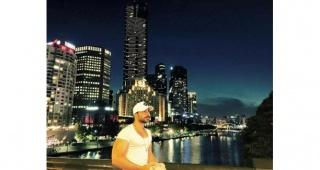 Sanat yaşamını Avustralya'da sürdüren ünlü manken Okan Canbolat'ın hayatı belgesel oluyor