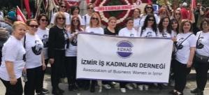 İZİKAD'lı kadınlardan Samsun'a 19 Mayıs çıkarması