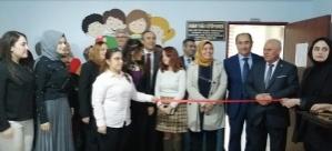 Soma'da hayırsever aileden okula kütüphane bağışı