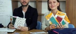 Tek başına başladığı yardım kampanyasını büyüterek 100 okula ulaştı